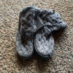 Grey knit Ugg's